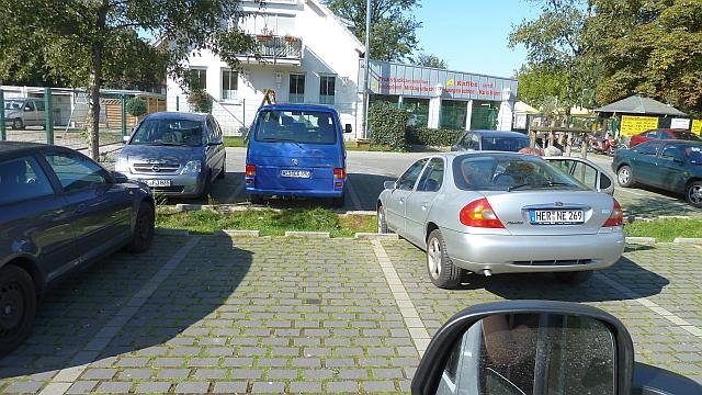 Am Parkplatz der Halde - Pkw neben uns verwechselte Rückwärts- mit Vorwärtsgang
