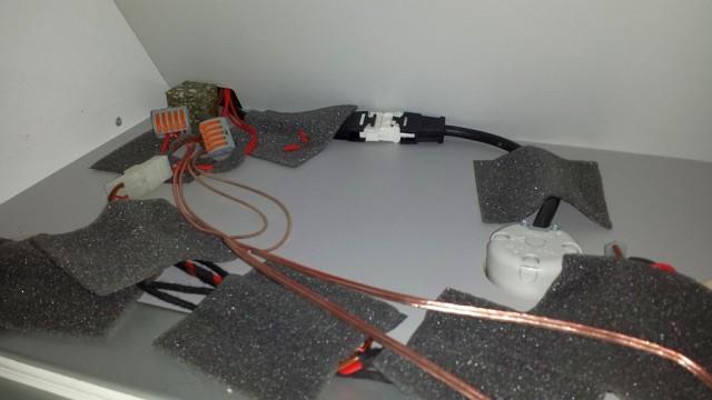 Boden Unterschrank mit LED Verkabelung